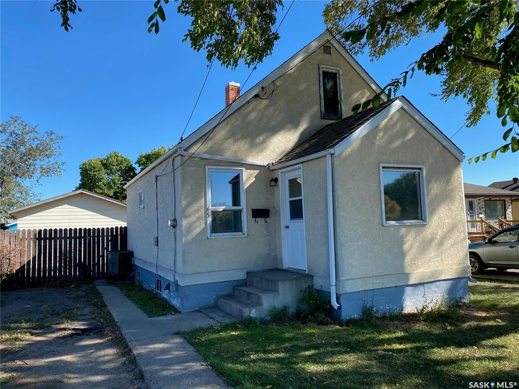 Main Photo: 65 13th Avenue Southeast in Swift Current: Residential for sale : MLS®# SK871477