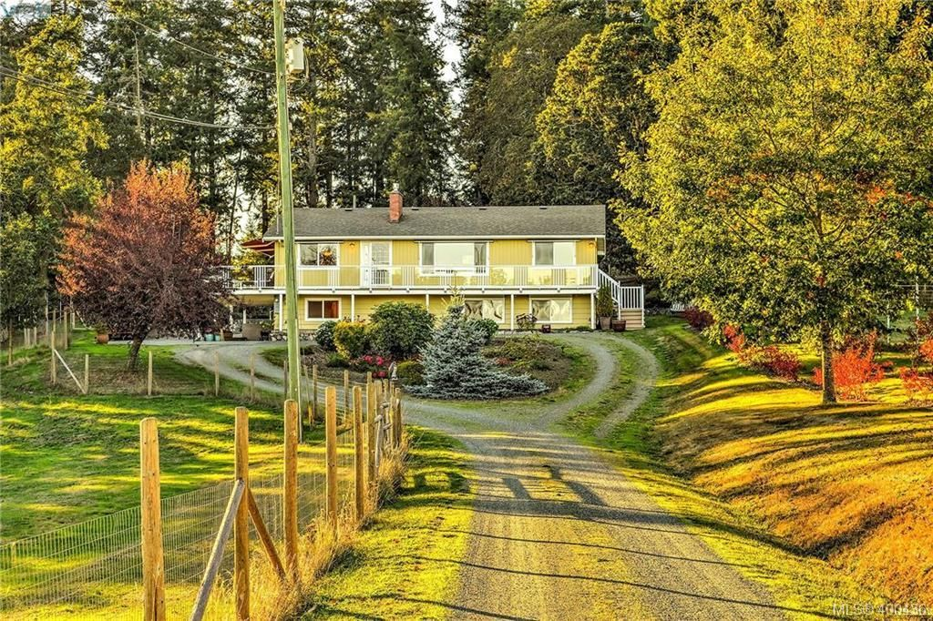 Main Photo: 4520 Markham St in VICTORIA: SW Beaver Lake House for sale (Saanich West)  : MLS®# 798977