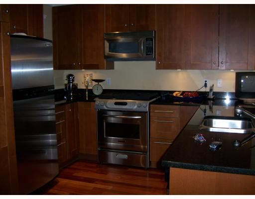 Main Photo: 223 E 17TH Street in North_Vancouver: Central Lonsdale 1/2 Duplex for sale (North Vancouver)  : MLS®# V779427