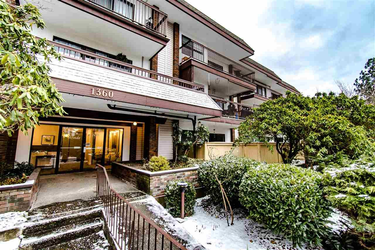 """Main Photo: 204 1360 MARTIN Street: White Rock Condo for sale in """"WEST WINDS"""" (South Surrey White Rock)  : MLS®# R2429363"""