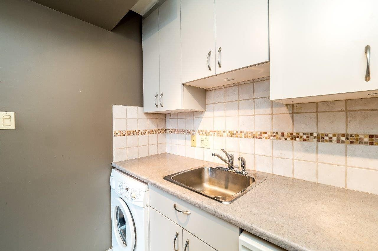 """Photo 13: Photos: 1203 650 16TH Street in West Vancouver: Ambleside Condo for sale in """"Westshore Place"""" : MLS®# R2147302"""