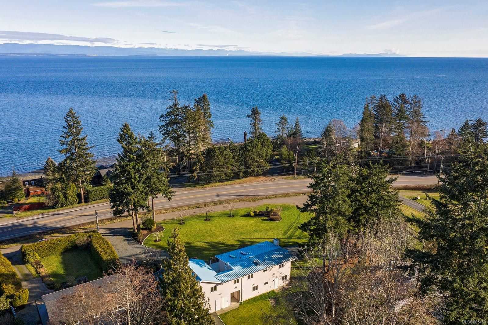 Main Photo: 3892 S Island Hwy in : CR Campbell River South House for sale (Campbell River)  : MLS®# 865450