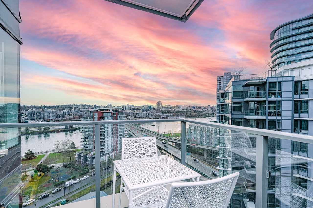 """Main Photo: 1858 38 SMITHE Street in Vancouver: Downtown VW Condo for sale in """"One Pacific"""" (Vancouver West)  : MLS®# R2525431"""
