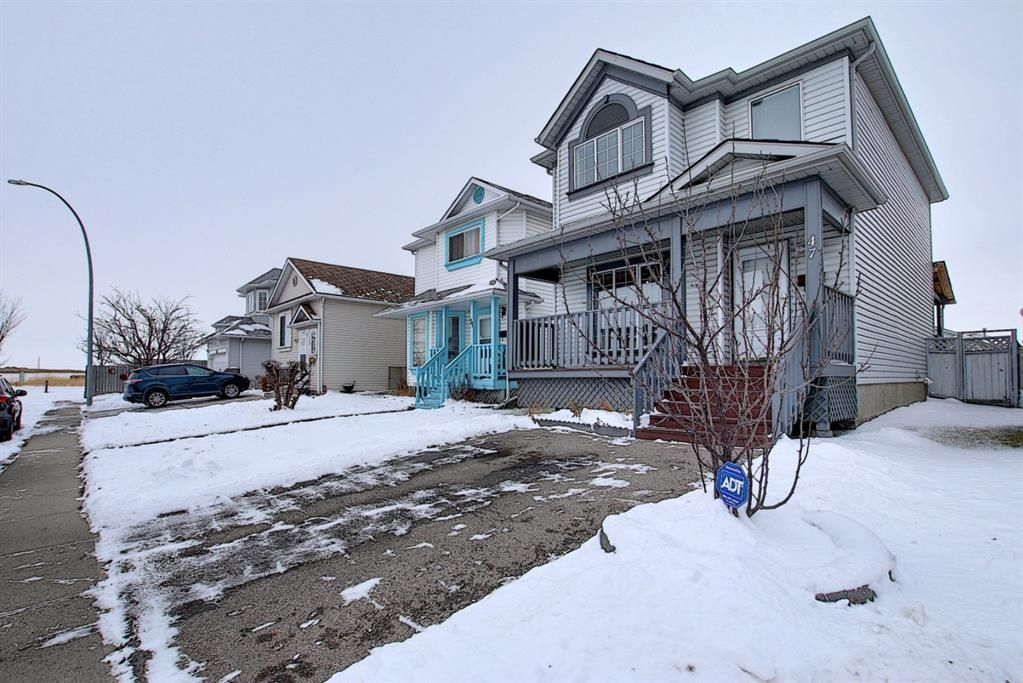 Main Photo: 47 Appleburn Close SE in Calgary: Applewood Park Detached for sale : MLS®# A1049300