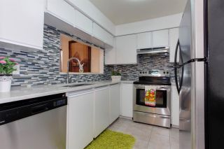 """Photo 8: 206 1845 W 7TH Avenue in Vancouver: Kitsilano Condo for sale in """"HERITAGE ON CYPRESS"""" (Vancouver West)  : MLS®# R2196440"""