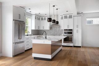 Photo 3: 2075 Neil St in : OB Henderson House for sale (Oak Bay)  : MLS®# 861427