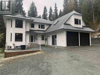 Photo 1: 8444 NORTH NECHAKO ROAD in Prince George: House for sale : MLS®# R2625643