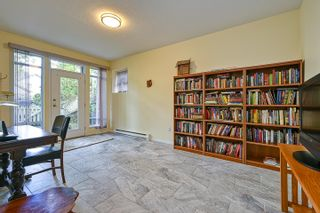 """Photo 19: 10 5240 OAKMOUNT Crescent in Burnaby: Oaklands Townhouse for sale in """"Santa Clara"""" (Burnaby South)  : MLS®# R2622975"""