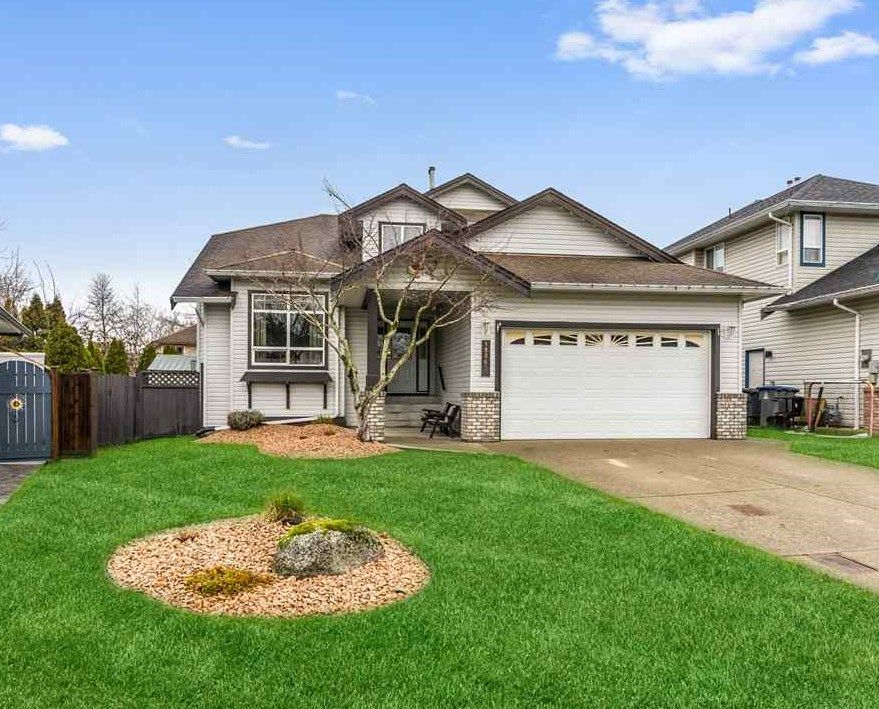 Main Photo: 18863 64A AVENUE in Surrey: Cloverdale BC House for sale (Cloverdale)  : MLS®# R2528334