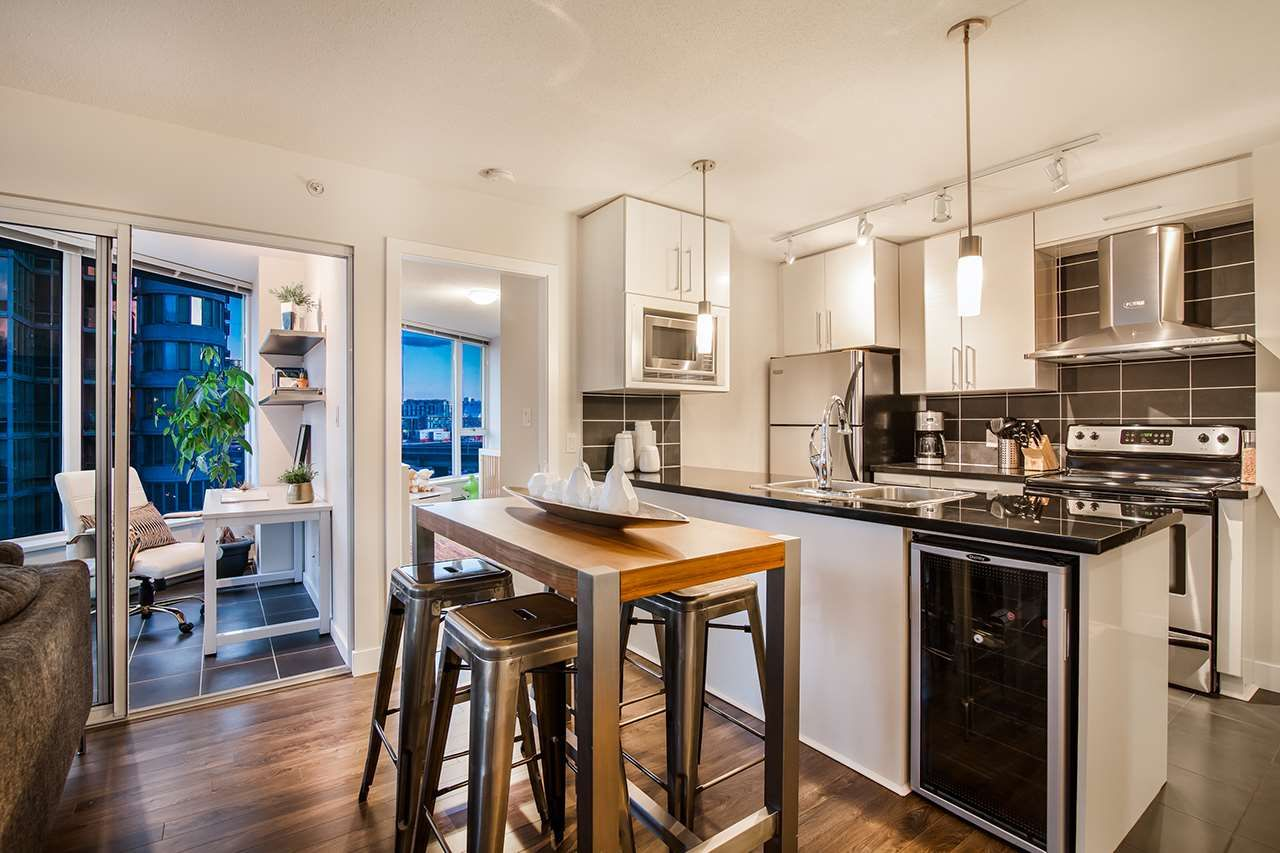 """Photo 2: Photos: 702 689 ABBOTT Street in Vancouver: Downtown VW Condo for sale in """"ESPANA"""" (Vancouver West)  : MLS®# R2352723"""