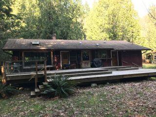 Photo 1: 1561 LOCKYER Road: Roberts Creek House for sale (Sunshine Coast)  : MLS®# R2446606