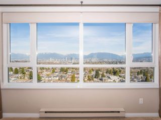 """Photo 4: 1707 6070 MCMURRAY Avenue in Burnaby: Forest Glen BS Condo for sale in """"LA MIRAGE"""" (Burnaby South)  : MLS®# R2443753"""
