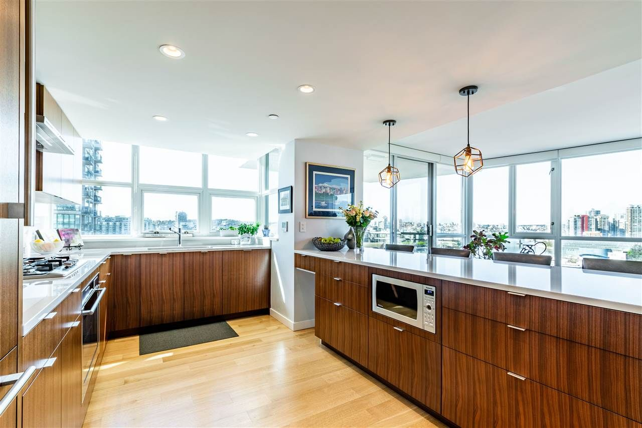 """Photo 10: Photos: 1605 120 MILROSS Avenue in Vancouver: Downtown VE Condo for sale in """"THE BRIGHTON BY BOSA"""" (Vancouver East)  : MLS®# R2568798"""