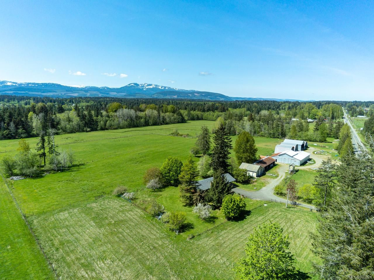 Main Photo: 6235 N Island Hwy in COURTENAY: CV Courtenay North House for sale (Comox Valley)  : MLS®# 833224