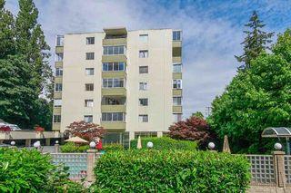 "Photo 3: 412 1425 ESQUIMALT Avenue in West Vancouver: Ambleside Condo for sale in ""Oceanbrook"" : MLS®# R2469530"