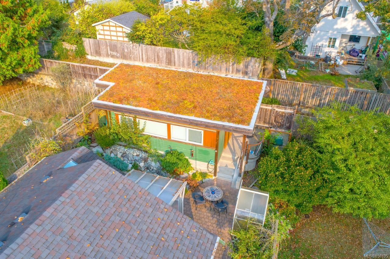 Photo 43: Photos: 1542 Westall Ave in : Vi Oaklands House for sale (Victoria)  : MLS®# 858195