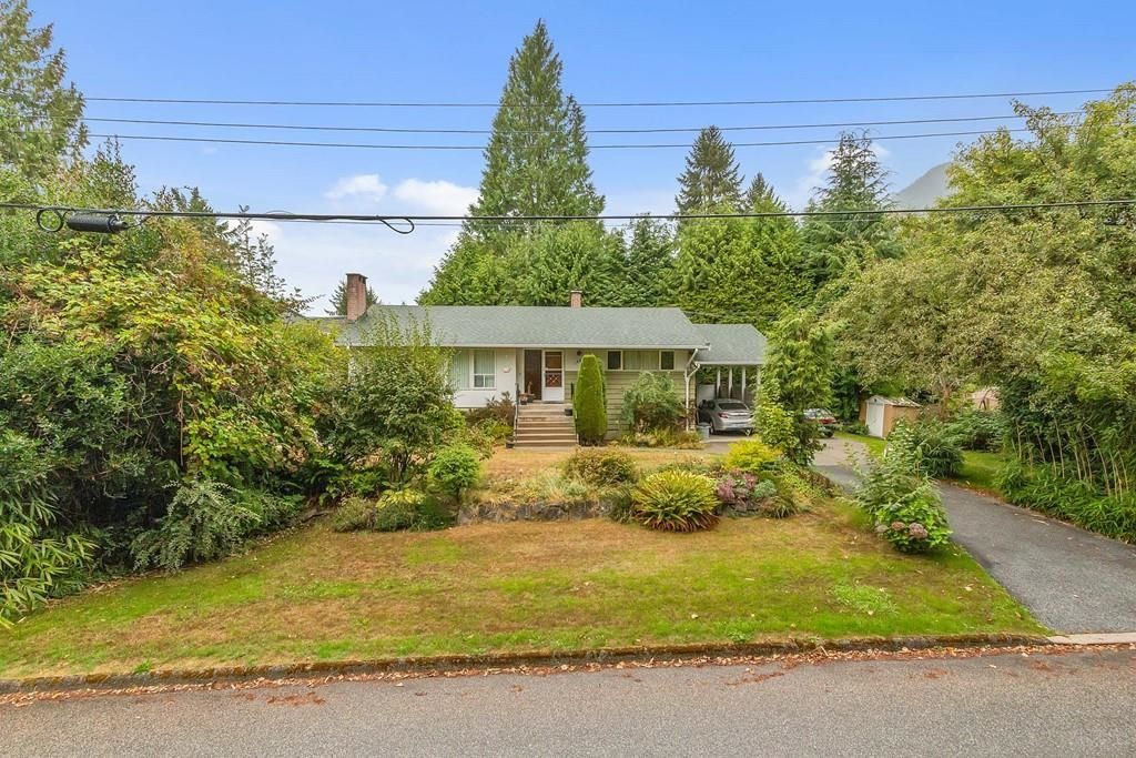 Photo 27: Photos: 1038 MARIGOLD Avenue in North Vancouver: Canyon Heights NV House for sale : MLS®# R2577593