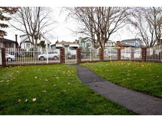 Photo 2: 2752 GRANT Street in Vancouver: Renfrew VE House for sale (Vancouver East)  : MLS®# R2013991