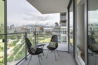 "Photo 11: PH1801 1788 COLUMBIA Street in Vancouver: False Creek Condo for sale in ""EPIC AT WEST"" (Vancouver West)  : MLS®# R2530765"