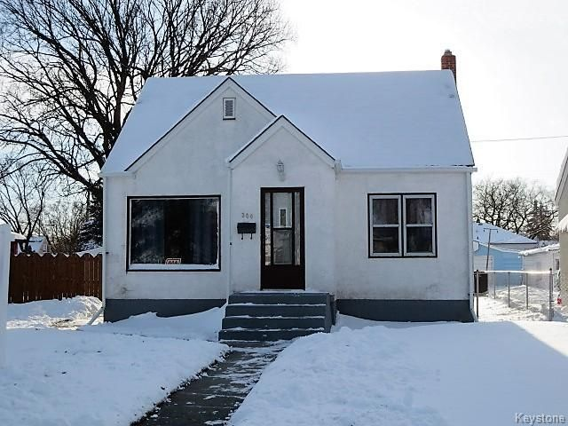Fabulous 1050 Sq.ft. 1 1/2 Storey Family Home. Meticulously Maintained & Ready to Move In!
