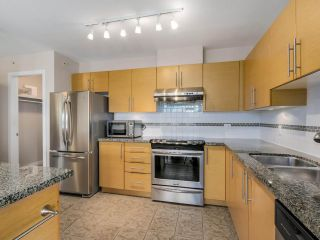 """Photo 7: 2804 2225 HOLDOM Avenue in Burnaby: Central BN Condo for sale in """"LEGACY TOWER 1"""" (Burnaby North)  : MLS®# R2071147"""