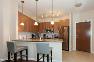 Photo 2: 204 275 Ross Drive in New Westminster: Fraserview Condo for sale : MLS®# R2109644
