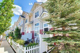 Photo 2: 3028 New Brighton Gardens SE in Calgary: New Brighton Row/Townhouse for sale : MLS®# A1125988