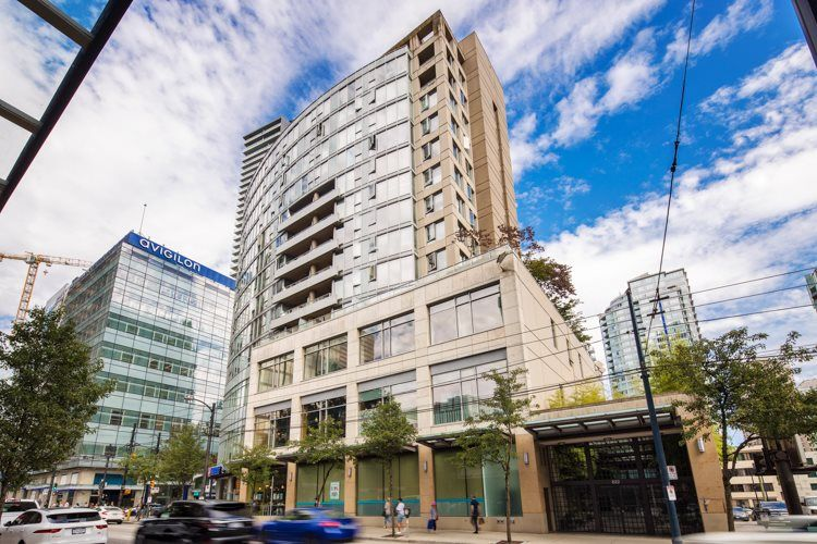"""Main Photo: 1108 822 SEYMOUR Street in Vancouver: Downtown VW Condo for sale in """"L'ARIA"""" (Vancouver West)  : MLS®# R2393856"""