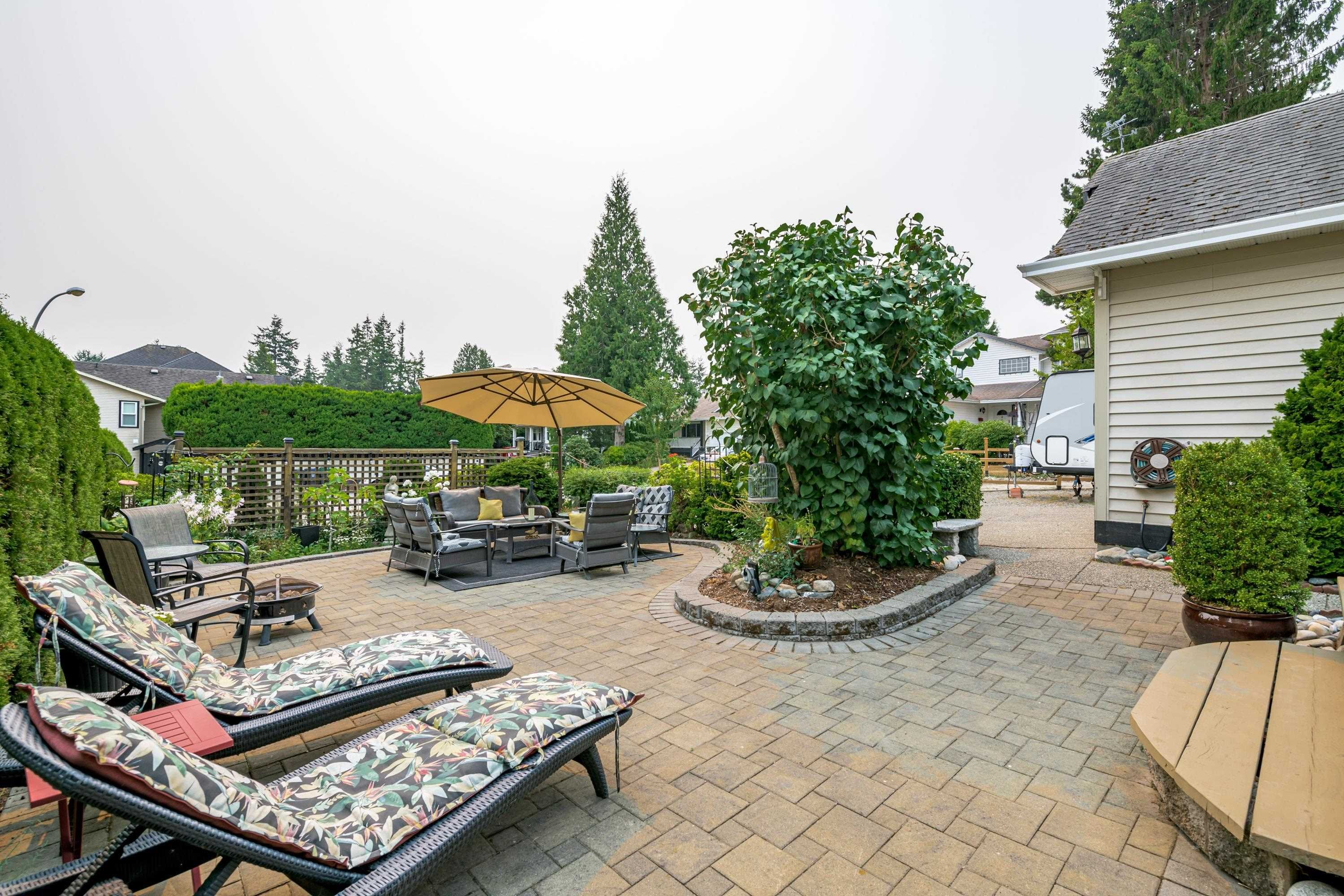 """Main Photo: 16043 10A Avenue in Surrey: King George Corridor House for sale in """"South Meridian"""" (South Surrey White Rock)  : MLS®# R2612889"""