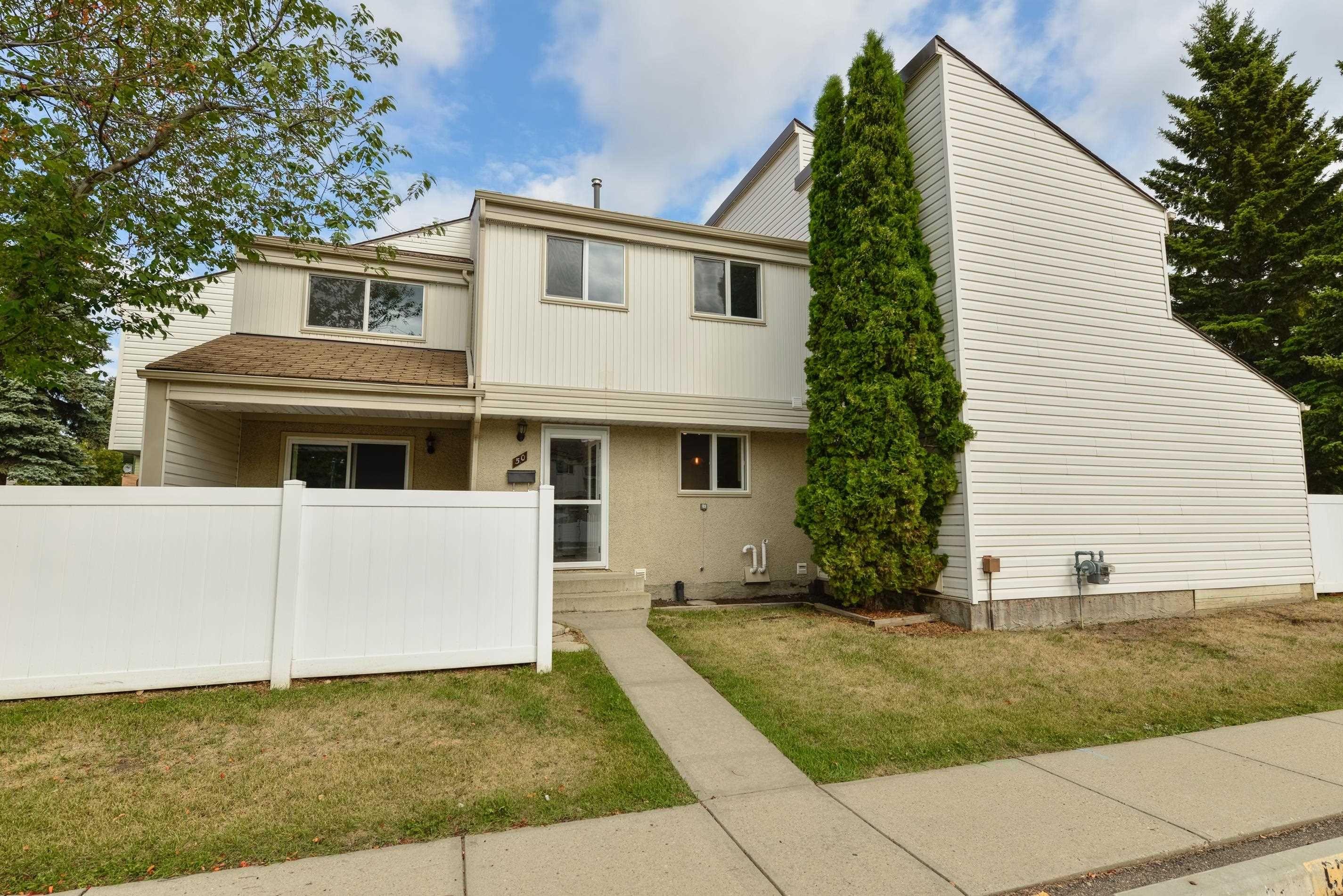 Main Photo: 50 WOODVALE Village in Edmonton: Zone 29 Townhouse for sale : MLS®# E4261364