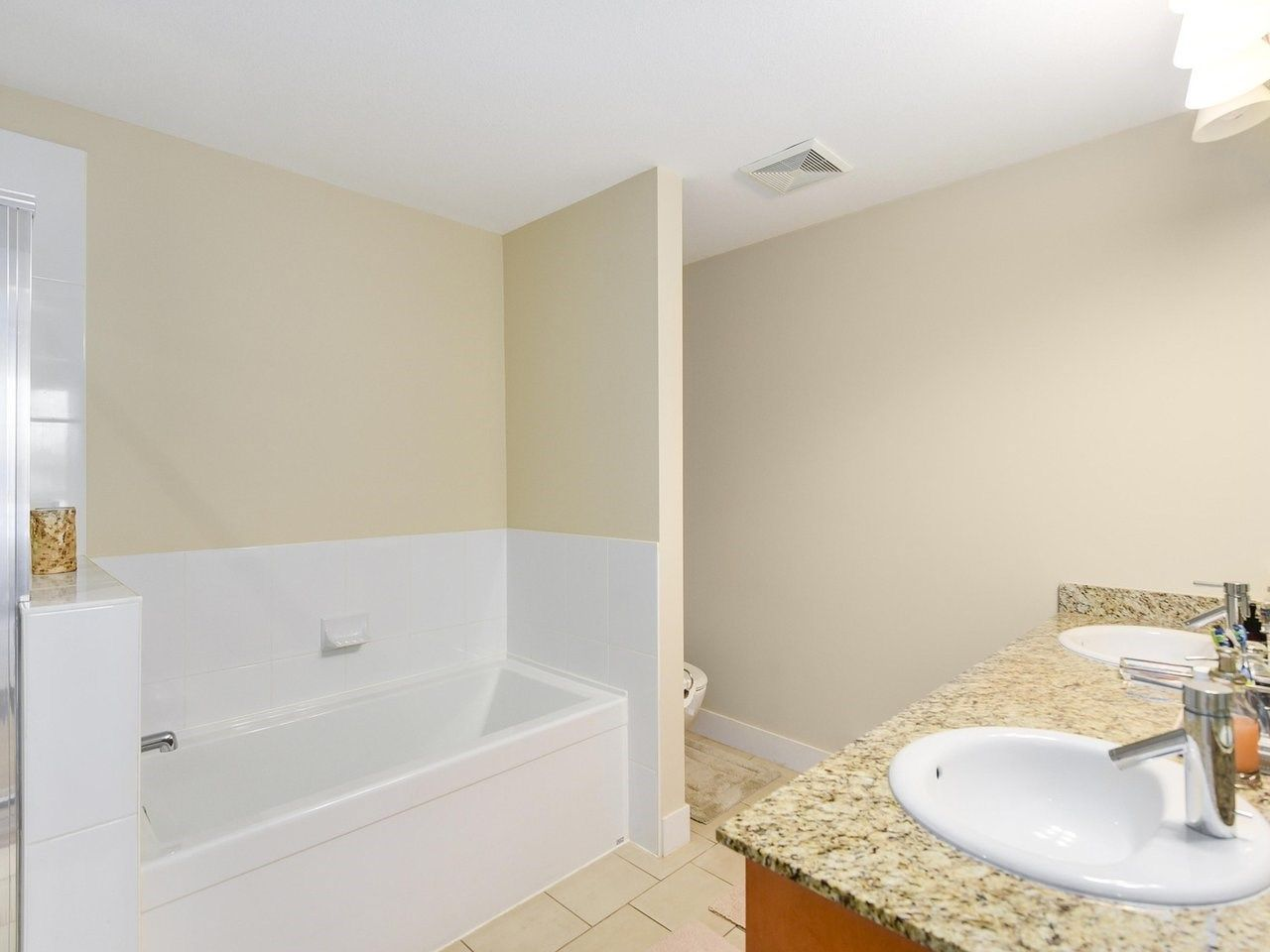 Photo 9: Photos: 106 2601 WHITELEY COURT in North Vancouver: Lynn Valley Condo for sale : MLS®# R2186381
