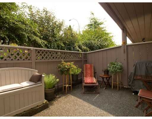 Main Photo: 2 137 E 5TH Street in North_Vancouver: Lower Lonsdale Condo for sale (North Vancouver)  : MLS®# V780710