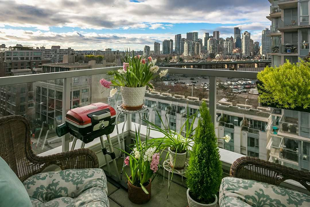 "Main Photo: 1001 1887 CROWE Street in Vancouver: False Creek Condo for sale in ""Pinnacle Living"" (Vancouver West)  : MLS®# R2540365"