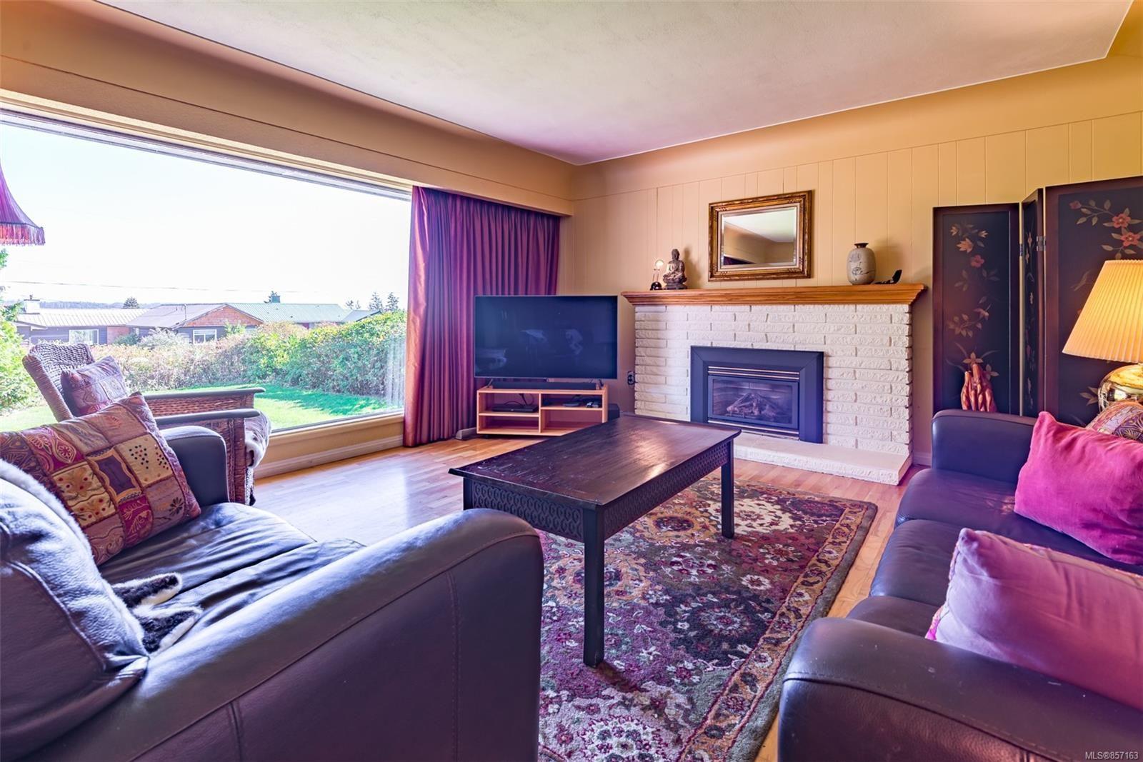 Photo 9: Photos: 4241 Buddington Rd in : CV Courtenay South House for sale (Comox Valley)  : MLS®# 857163