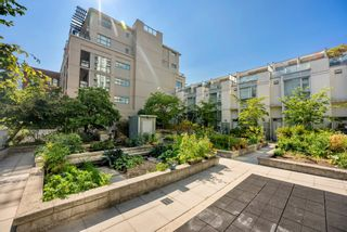 """Photo 31: 302 W 1ST Avenue in Vancouver: False Creek Townhouse for sale in """"FOUNDRY"""" (Vancouver West)  : MLS®# R2625350"""