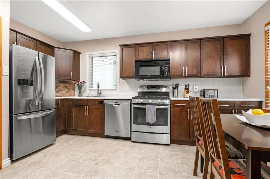 Photo 5: Photos: 145 Woodlawn Avenue in Winnipeg: Residential for sale (2C)  : MLS®# 202110539