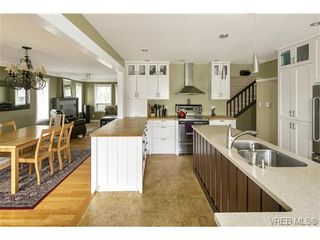 Photo 3: 3819 Synod Rd in VICTORIA: SE Cedar Hill House for sale (Saanich East)  : MLS®# 724403