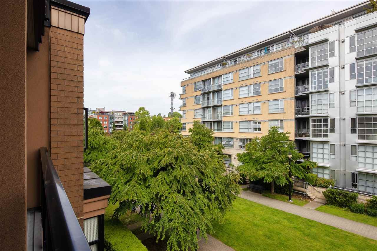 """Photo 18: Photos: 304 2175 SALAL Drive in Vancouver: Kitsilano Condo for sale in """"SAVONA"""" (Vancouver West)  : MLS®# R2460971"""