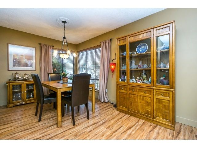 Photo 8: Photos: 5926 183 Street in Surrey: Cloverdale BC House for sale : MLS®# R2028252