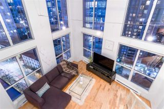 "Main Photo: 1012 933 SEYMOUR Street in Vancouver: Downtown VW Condo for sale in ""The Spot"" (Vancouver West)  : MLS®# R2315685"