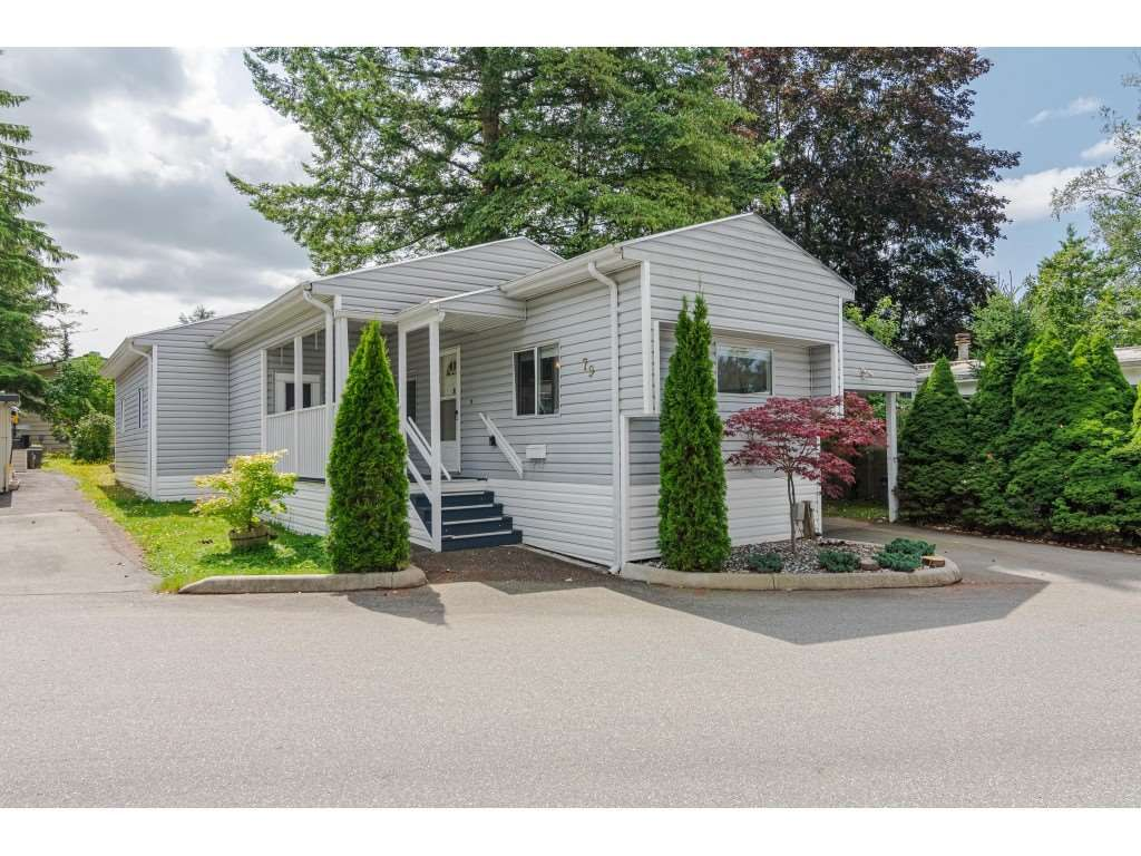 """Main Photo: 79 24330 FRASER Highway in Langley: Otter District Manufactured Home for sale in """"Langley Grove Estates"""" : MLS®# R2390843"""
