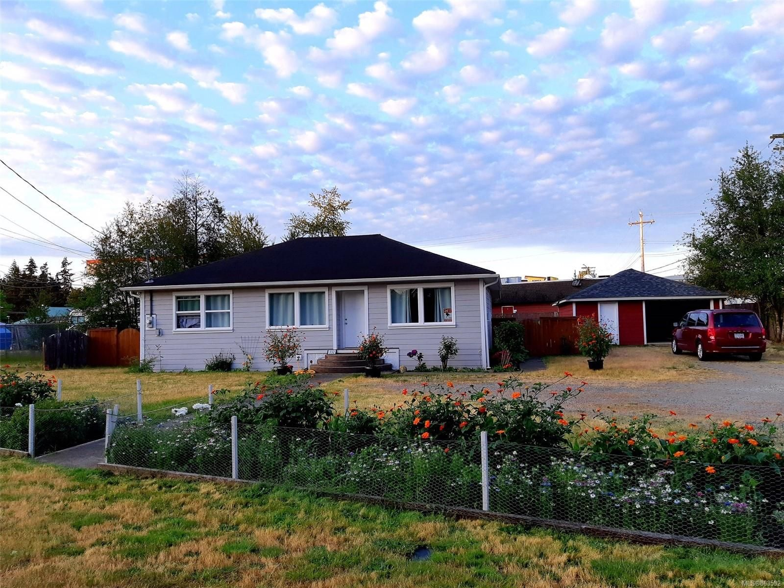 Main Photo: 552 Pioneer Cres in : PQ Parksville House for sale (Parksville/Qualicum)  : MLS®# 863532