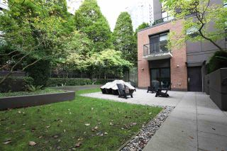 """Photo 21: 1106 1055 HOMER Street in Vancouver: Yaletown Condo for sale in """"DOMUS"""" (Vancouver West)  : MLS®# R2518319"""