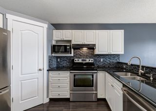Photo 8: 7943 Laguna Way NE in Calgary: Monterey Park Detached for sale : MLS®# A1102792