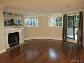 Photo 4: 111 1560 Hillside Ave in VICTORIA: Vi Oaklands Condo for sale (Victoria)  : MLS®# 682375