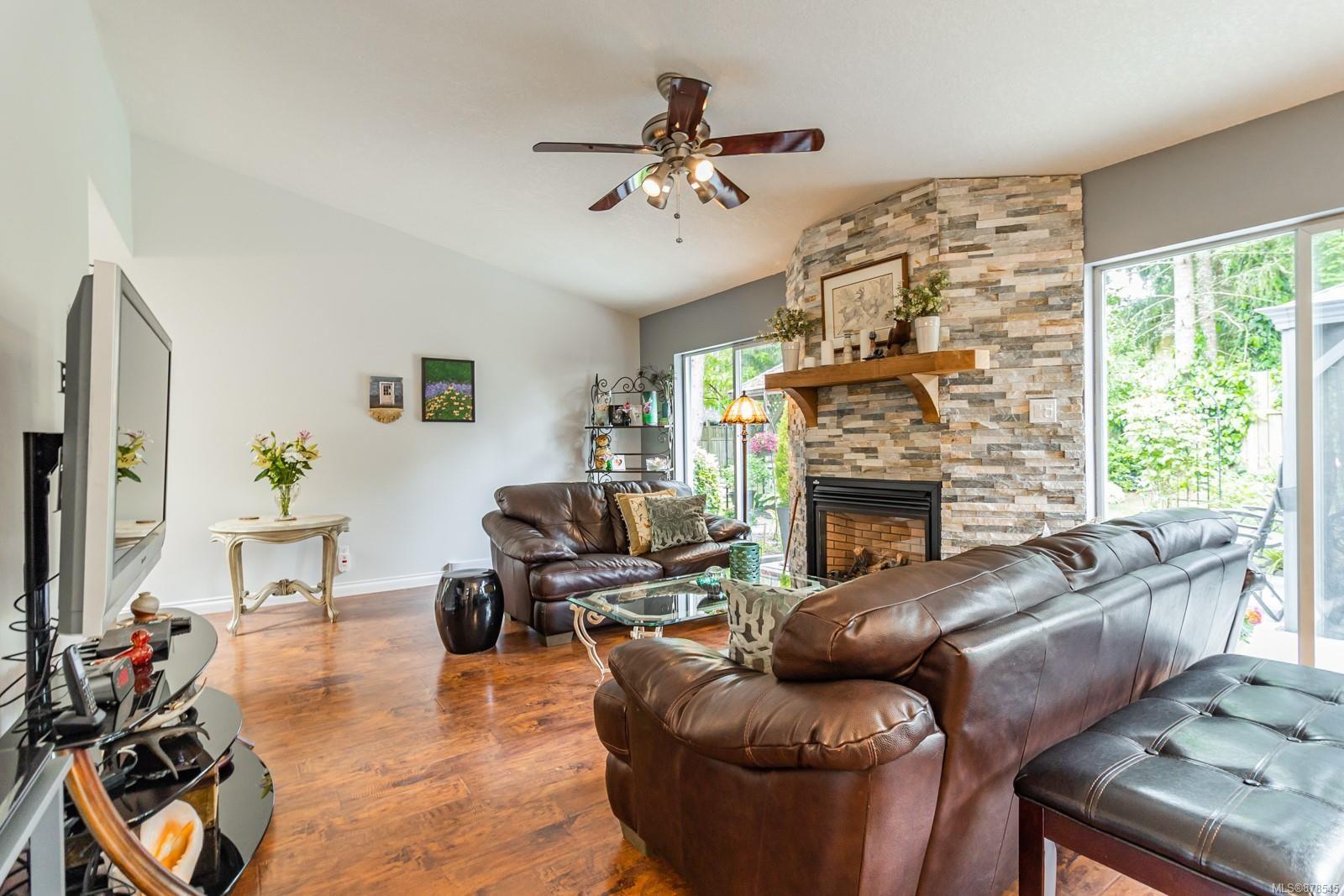 Photo 14: Photos: 1070 Symons Cres in : PQ Qualicum Beach House for sale (Parksville/Qualicum)  : MLS®# 878545
