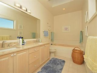 Photo 13: 11 4300 Stoneywood Lane in VICTORIA: SE Broadmead Row/Townhouse for sale (Saanich East)  : MLS®# 748264