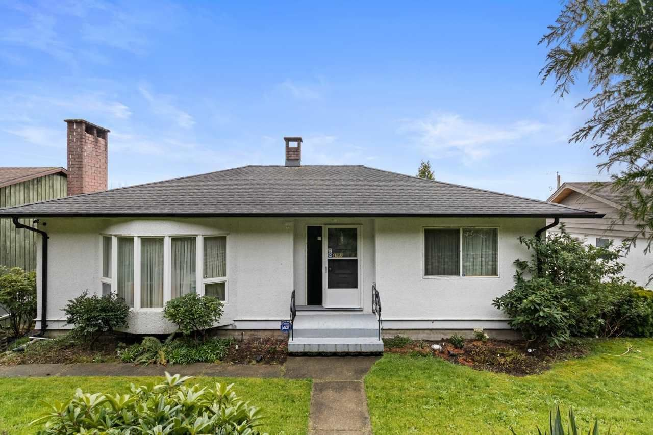 Main Photo: 4582 SUNLAND Place in Burnaby: South Slope House for sale (Burnaby South)  : MLS®# R2582864