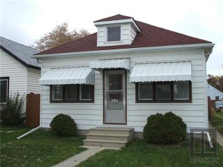 Photo 2: 429 Horace Street in Winnipeg: Norwood Residential for sale (2B)  : MLS®# 1827586