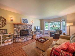 Photo 2: 7820 LOHN Road in Halfmoon Bay: Halfmn Bay Secret Cv Redroofs House for sale (Sunshine Coast)  : MLS®# R2272108